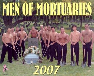 Los mucamos llegan al cementerio